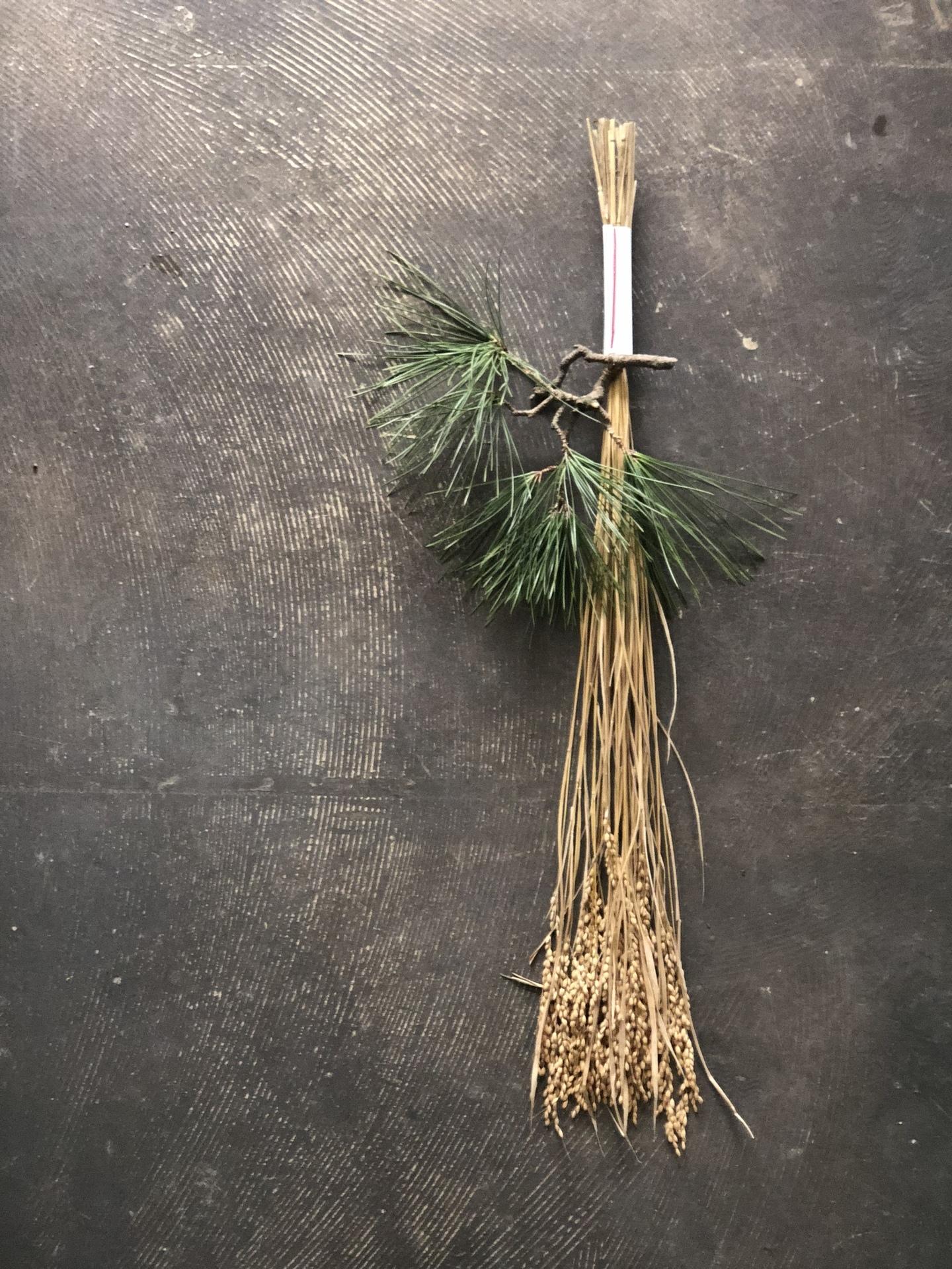 お正月飾り 松の枝.jpg